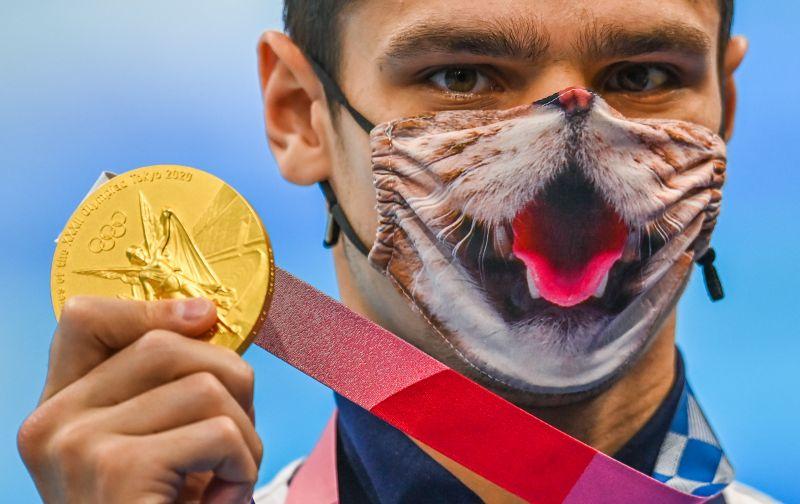 Евгений Рылов завоевал золотую медаль в плавании на 200 метров на спине среди мужчин на XXXII летних Олимпийских играх в Токио
