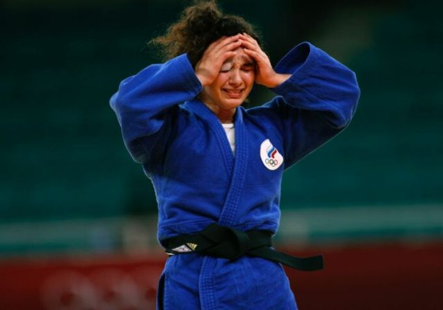 После победы в схватке за третье место Мадина разрыдалась.