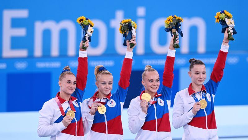 Лилия Ахаимова, Виктория Листунова, Ангелина Мельникова и Владислава Уразова (слева направо) завоевали золото в командном многоборье среди женщин на соревнованиях по спортивной гимнастике на XXXII летних Олимпийских играх в Токио