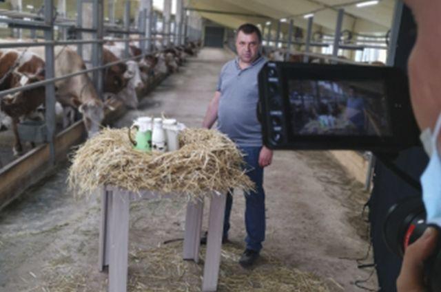 Оренбургский фермер Вячеслав Агеев стал лицом кампании Россельхозбанка в поддержку отечественных аграриев.