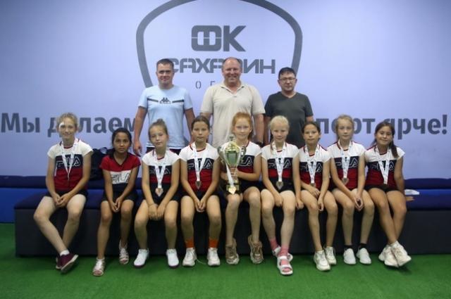 «Сахалиночка» завершила турнир матчем за третье место с «Белогорьем» из Белгорода. И одержав победу, сахалинские футболистки стали обладательницами бронзовых медалей.