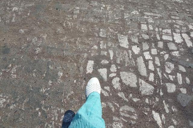 В центре Оренбурга во время ремонта улицы Постникова обнаружили брусчатку 19 века.