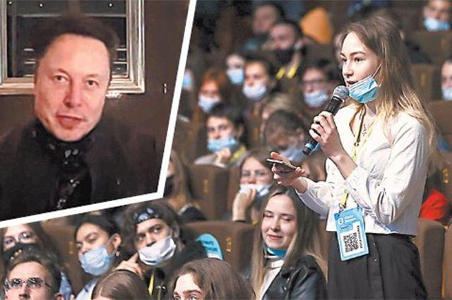 В российском марафоне «Новое знание» повидеосвязи участвовал глава компаний SpaceX иTesla Илон Маск. Он рассказал, каким видит будущее через 50лет. Свободных мест взале не было.