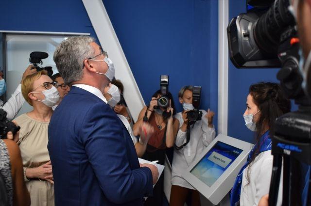 Почетным клиентом центра стал первый вице-губернатор, председатель правительства Самарской области Виктор Кудряшов.