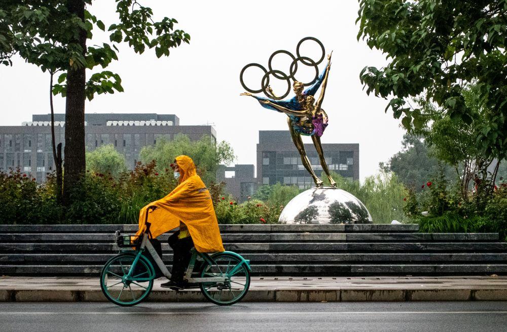 Памятник, посвящённый зимним Олимпийским играм в Пекине 2022 года, располагающийся на территории бывшего промышленного парка Шоуган