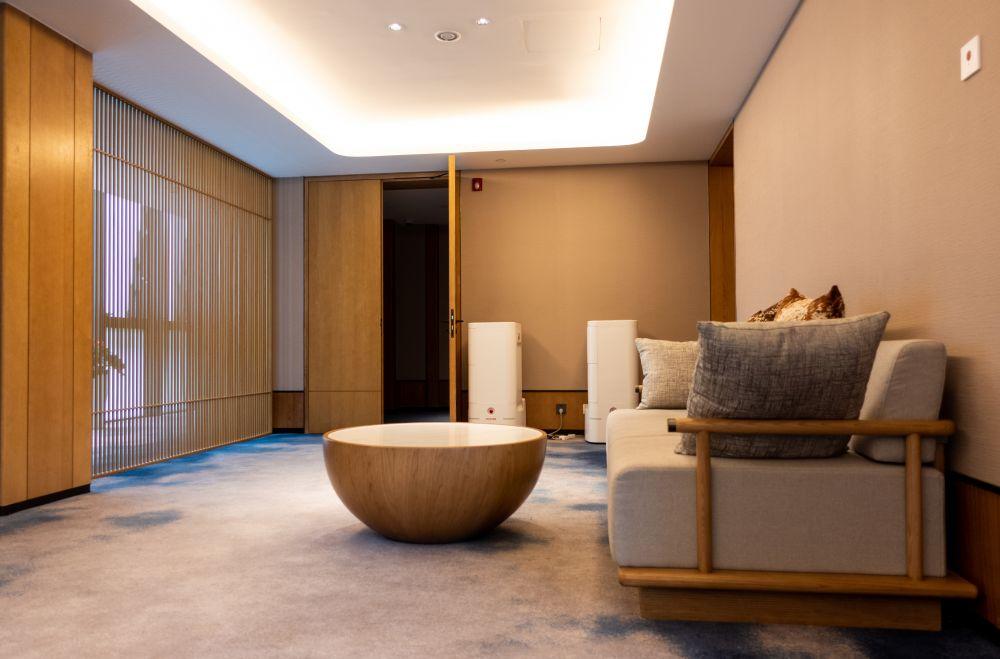 В гостиничном номере олимпийской деревни в Яньцине, где будут проживать члены делегаций и атлеты, участвующие в соревнованиях по горнолыжному спорту, бобслею, санному спорту, скелетону