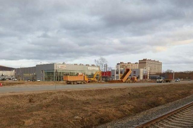 По окончании строительно-монтажных работ здесь будет восстановленное благоустройство.