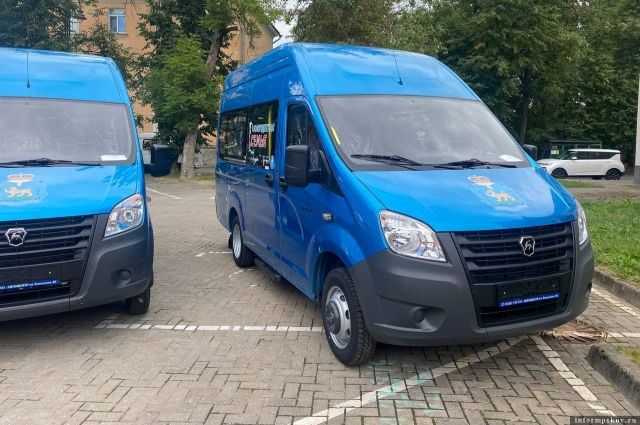 Десяти многодетным семьям из Псковской области вручили автомобили