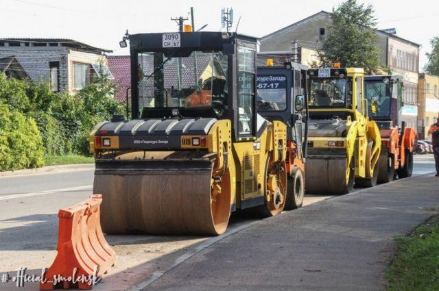 Алексей Островский потребовал завершить ремонт дорог в срок до 1 октября.