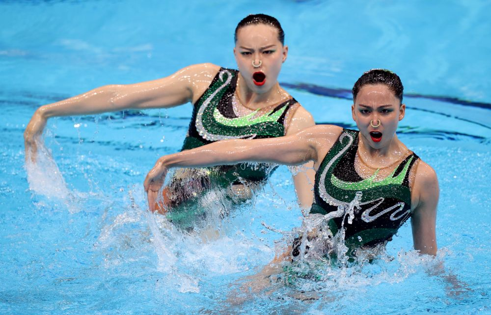Серебро взяли китайские спортсменки Хуан Сюэчэнь и Сунь Вэньянь (192,4499 балла)