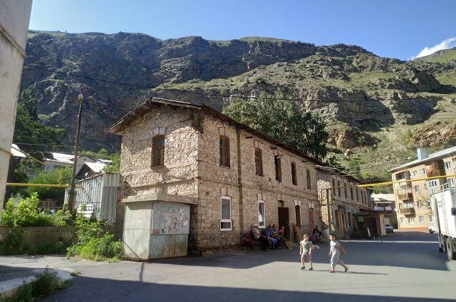 Посёлок Мизур - в горах Северной Осетии.