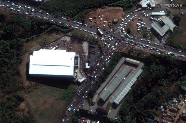 Вид со спутника на наземные объекты.