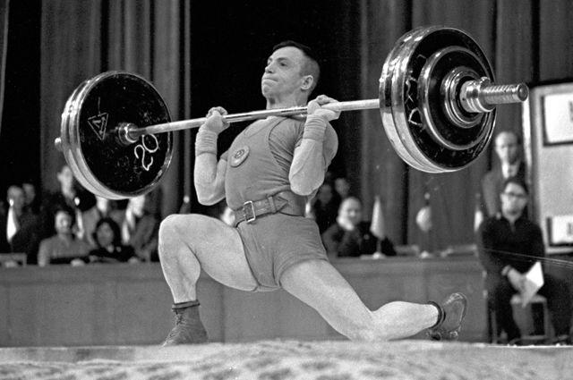 Выиграл Олимпиаду на одной ноге. Штангиста Алексея Вахонина победил стакан