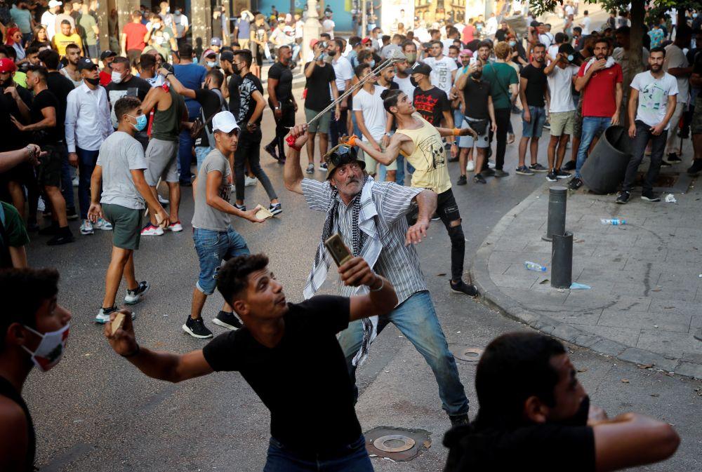 Антиправительственные протесты в первую годовщину взрыва в порту Бейрута