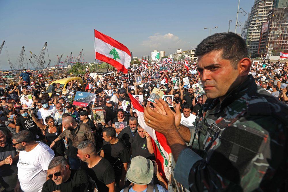 Митинг, посвящённый годовщине взрыва в порту в Бейруте