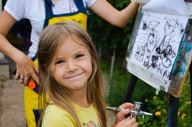 При поддержке «Газпромнефть-Оренбурга» в Переволоцком районе прошел первый мастер-класс проекта «Аэрография для всех».