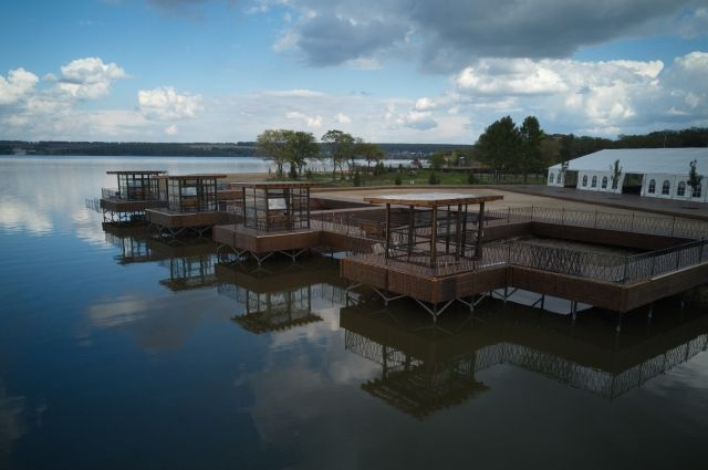 Бухта «Ассоль» расположилась на берегу Беловского водохранилища.