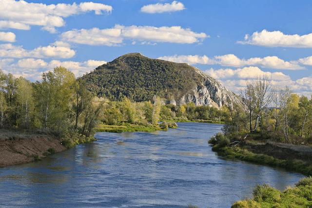 Туристы в Башкирии забрались на гору, но не смогли спуститься