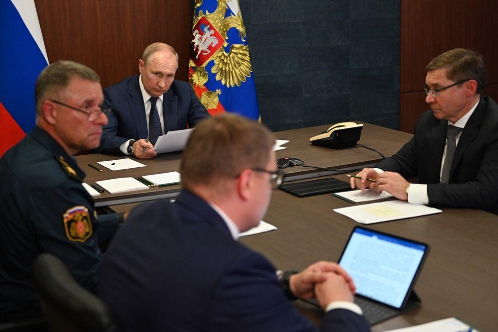 После облёта территории президент провёл совещание в Магнитогорске.