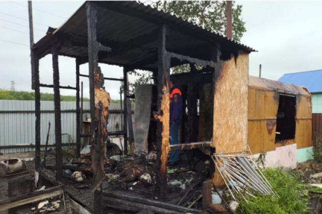 Проводятся следственные действия, направленные на установление обстоятельств произошедшего, а также причины возникновения пожара, назначен ряд судебных экспертиз.