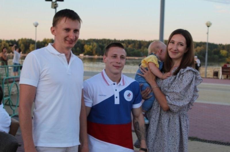 На встрече в Спутнике Денис фотографировался со всеми желающими.
