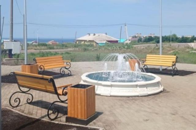 В минувшие дни специалисты МУП «Жилкомсервис» почистили фонтан, убрали оттуда песок, и вот – он снова готов к работе!