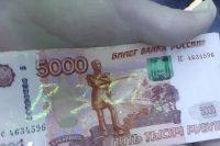 Замглавы администрации Акбулакского района подозревается в получении взятки в размере 50 тысяч рублей.