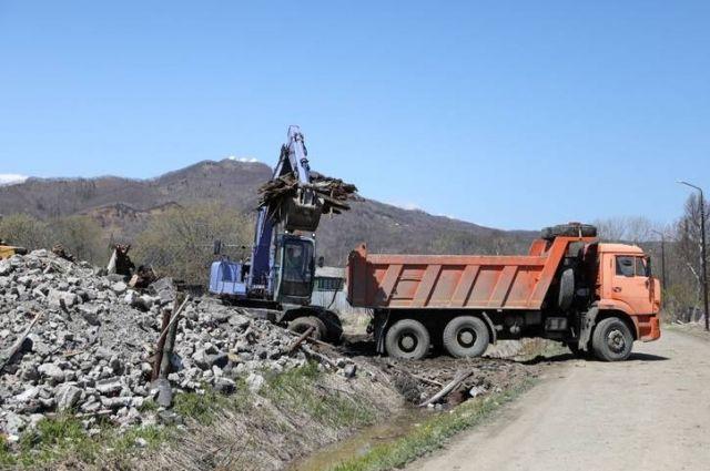 Всего в муниципальных образованиях области было обнаружено 587 незаконных залежей мусора.