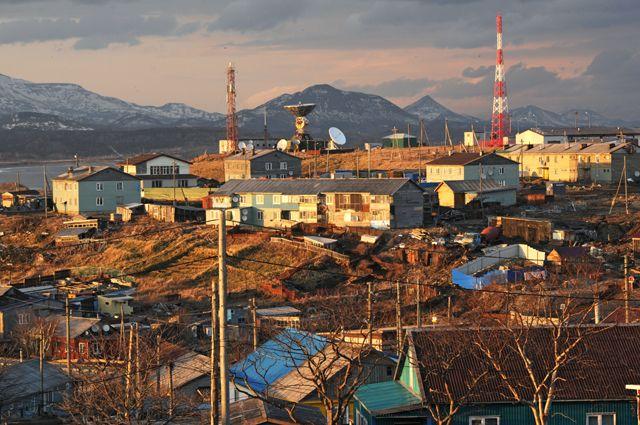 Поселок Южно-Курильск на острове Кунашир.