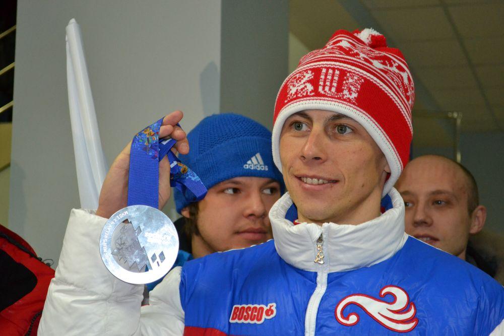 Лыжник из Берёзовского Александр Бессмертных на Олимпиаде в Сочи в 2014 г. завоевал серебряную медаль в эстафете. В 2017 г. МОК лишил олимпийца награды за нарушение антидопинговых правил. Но в 2018 г. суд восстановил результаты выступления на ОИ.
