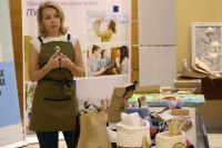 В 2021 году грант выиграла 37-летняя красноярка, мама двоих детей Анна Баскакова. Она открыла на дому  мастерскую по изготовлению деревянных развивающих игрушек.