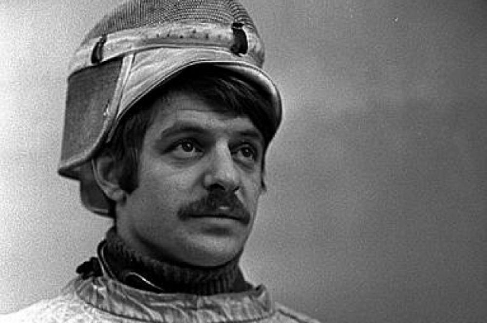Самым титулованным олимпийцем, связанным с Кузбассом, является четырёхкратный олимпийский чемпион по фехтованию на саблях Виктор Сидяк. Он родился в 1943 г. в Анжеро-Судженске. Но через несколько лет его семья переехала на Украину, где подросток стал заниматься в секции фехтования. Он завоёвывал золотые олимпийские медали одну за одной: в 1968, 1972, 1976 и в 1980 гг. А в общей сложности у него шесть олимпийских наград. После завершения спортивной карьеры работал в Белоруссии, Италии, Швейцарии. Сейчас спортсмену 77 лет, он живёт в России.