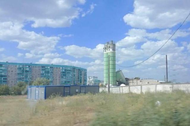 Суд Оренбурга разрешил работу бетонной установки рядом с жилыми домами.