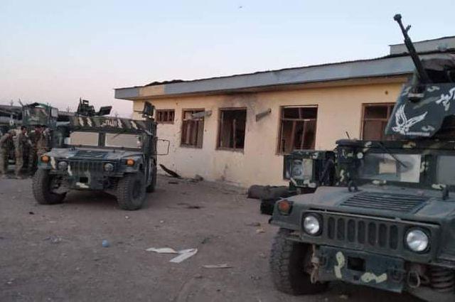 Военная техника правительственных войск Афганистана налинии соприкосновения сталибами (движение запрещено вРФ).