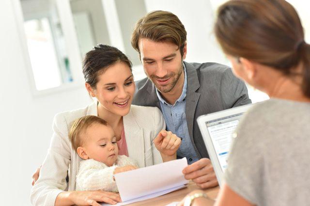 Без штампа в паспорте: как проверить недвижимость на права супругов и детей