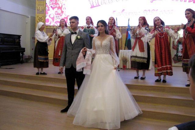 Молодожены Павел и Ирина Клиндуховы.