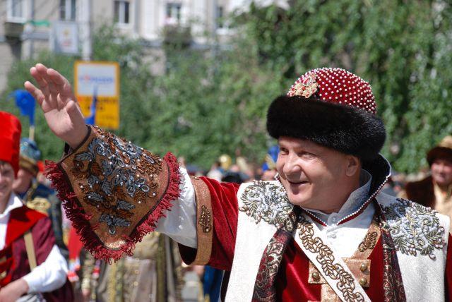 Пимашков 15 лет возглавлял Красноярск. Именно он привез из Бразилии в город традицию проводить карнавал.