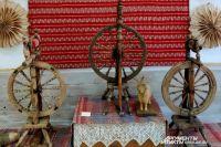 Прялка - атрибут всех богинь прядения (ткачества), вязания и судьбы