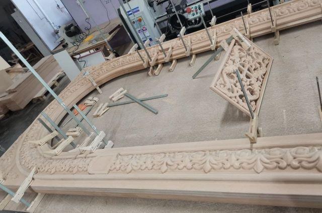 В строящемся храме Акбулака начали работу над иконостасом.