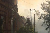 В Оренбурге горит частный сектор в центре города.