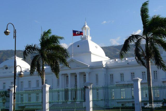 Власти Гаити из-за мощного землетрясения объявили режим ЧС