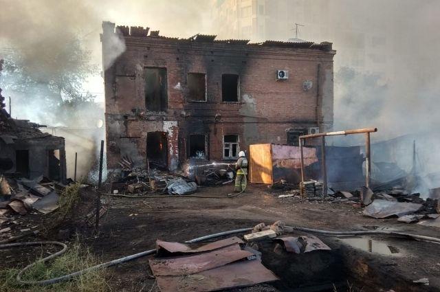 Прокуратура возбудила уголовное дело по факту пожара на Почтовом в Оренбурге по статье «Умышленный поджог».