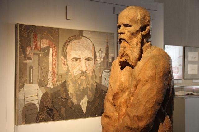 Изображений Достоевского великое множество, и везде он мрачен.