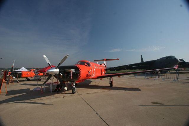 Авиатакси Pilatus PC-12 и М-101Т «Гжель» авиакомпании Dexter на МАКС-2007.