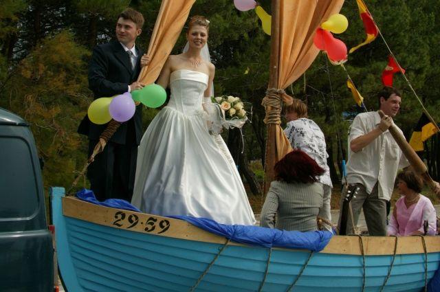 Выкуп невесты был организован в морском стиле, за основу взяли сказку «Алые паруса».