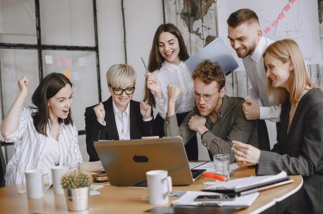 Даже в непростое для бизнеса время ограничений многие компании старались не сокращать персонал.