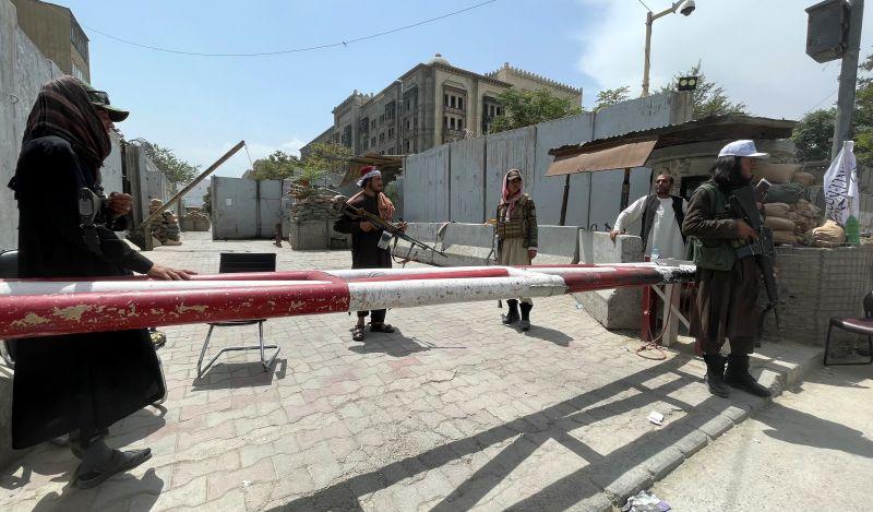 Боевики движения «Талибан» (запрещено в РФ) на контрольно-пропускном пункте в Кабуле