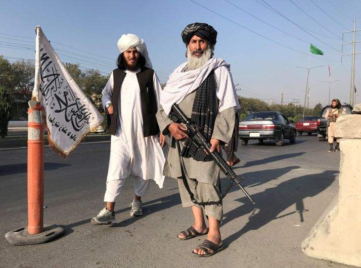 Боевики движения «Талибан» (запрещено в РФ) у здания Министерства внутренних дел в Кабуле