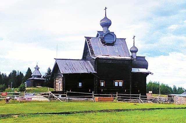 Преображенская церковь подобна кораблю, плывущему по глади холма. Сейчас храм реставрируется.
