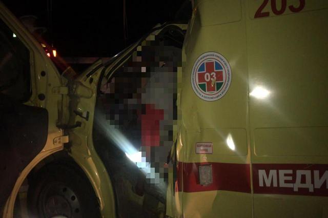 В Башкирии карета скорой помощи врезалась в КамАЗ: погибли два человека